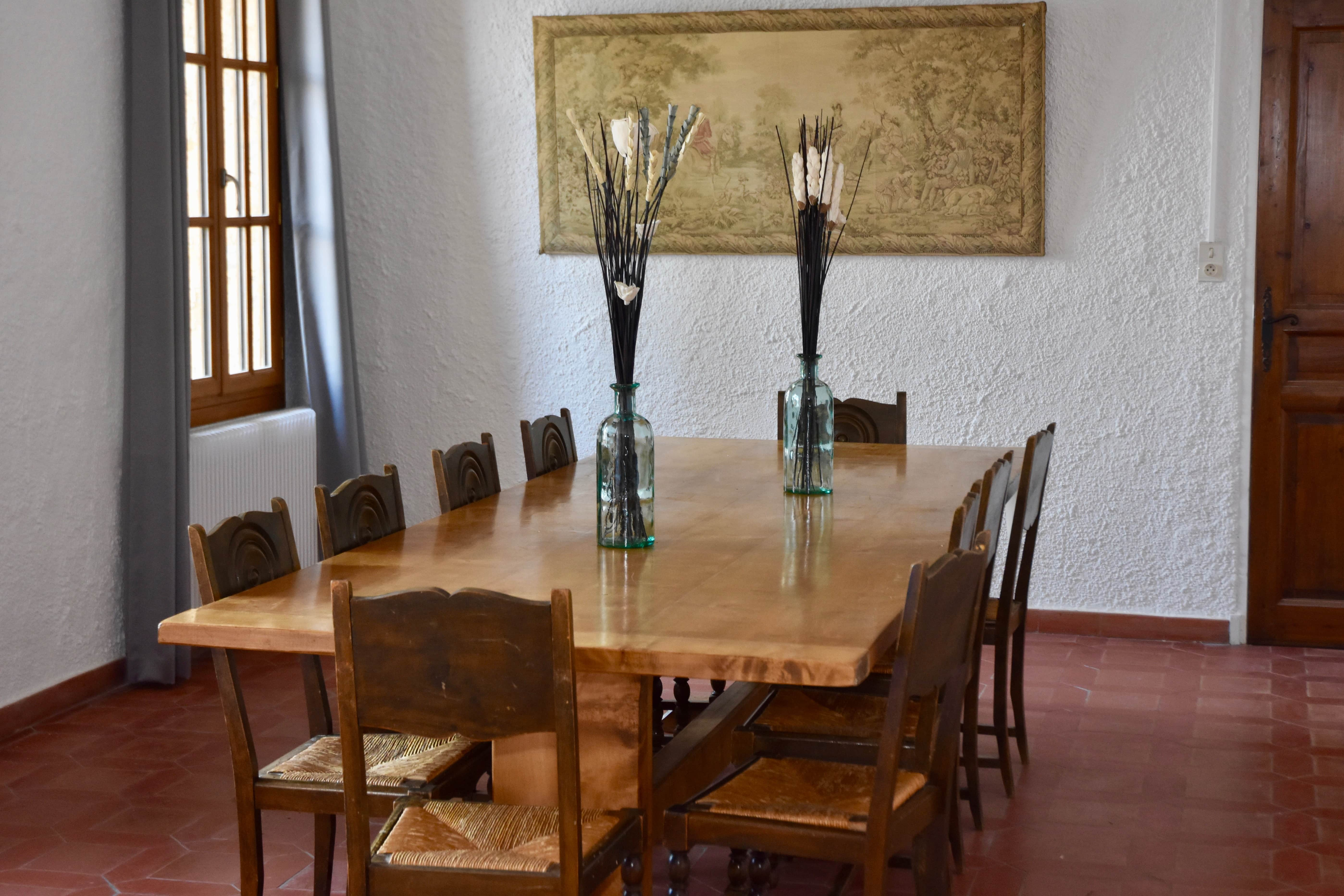 Salon table décoration la bastide su logis du pin